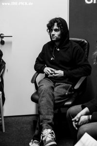 MOTHXR // Penn Badgley